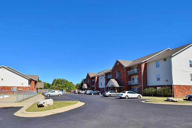 Parkwood Apartments - 2650 North Barnes Avenue, Springfield, MO 65803