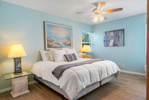 1172 Surf Road - 1172 Surf Road, Riviera Beach, FL 33404