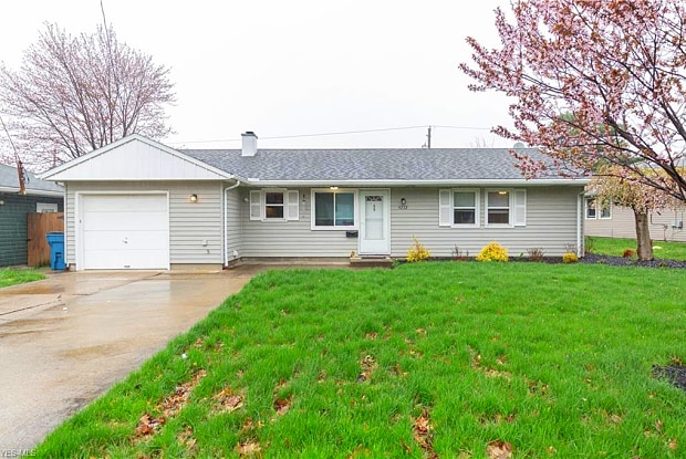 9272 West Ridgewood Dr - 9272 West Ridgewood Drive, Parma Heights, OH 44130