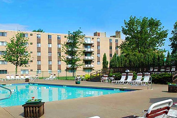 Chestnut Lake Apartments - 17721 Whitney Rd, Strongsville, OH 44136