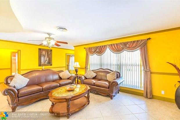910 SE 5TH AVE - 910 Southeast 5th Avenue, Pompano Beach, FL 33060