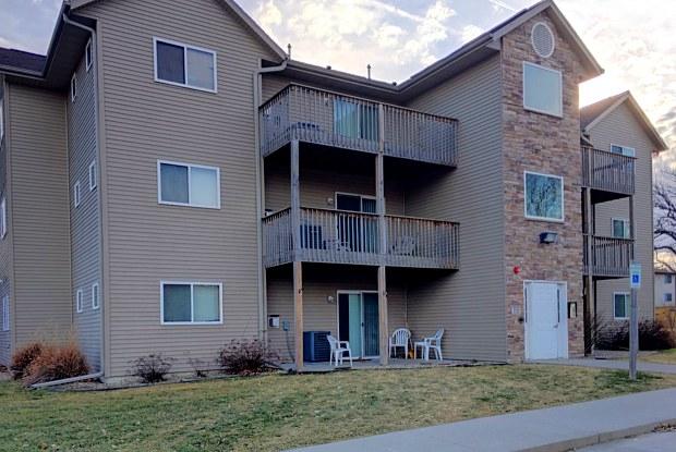 Rock Ridge Condominiums - 2005 Rockford Road Southwest, Cedar Rapids, IA 52404