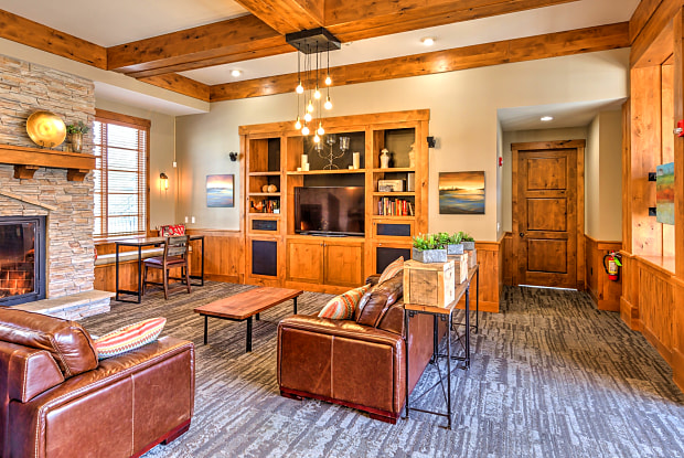 Lodge at Maple Grove - 985 N Maple Grove Rd, Boise, ID 83704