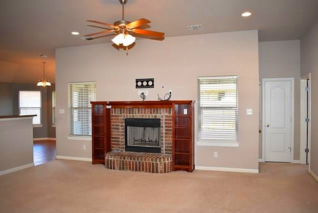 2111 Stonegate Boulevard - 2111 Stonegate Blvd, Bridgeport, TX 76426