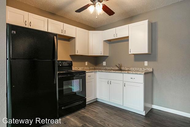 Gateway Retreat - 15400 Bellaire Ave, Grandview, MO 64030