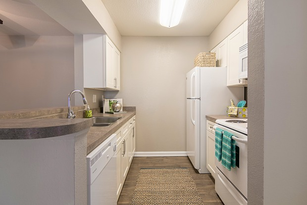 Parkwood Apartments - 7108 Wallace Rd, Charlotte, NC 28212