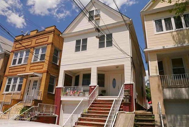 139 WEST 28TH ST - 139 West 28th Street, Bayonne, NJ 07002