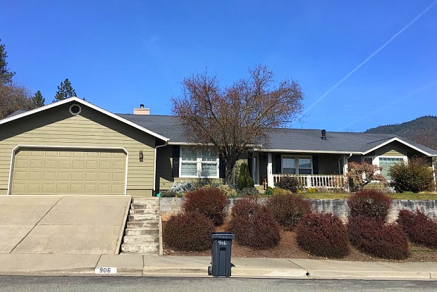 906 Northwest Regent Drive - 906 Northwest Regent Drive, Grants Pass, OR 97526