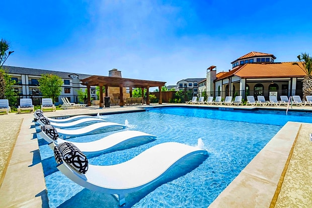 The Mansions at Spring Creek - 6221 Naaman Forest Blvd, Garland, TX 75044