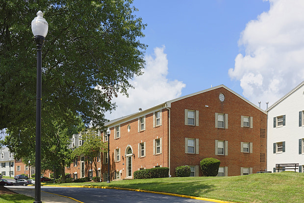 Courthouse Square - 1112 Ivywood Ln, Towson, MD 21286