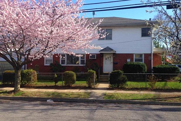 38 Kirkwood Rd - 38 Kirkwood Road, Manorhaven, NY 11050