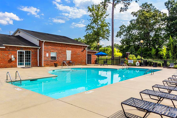 Eagle Point Village - 830 Allonby Rd, Fayetteville, NC 28314
