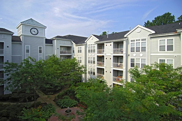 The Apartments at Regent's Park - 9333 Clocktower Pl, Fairfax, VA 22031