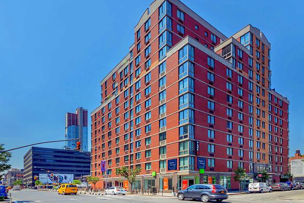 Hudson Crossing - 400 W 37th St, New York, NY 10018