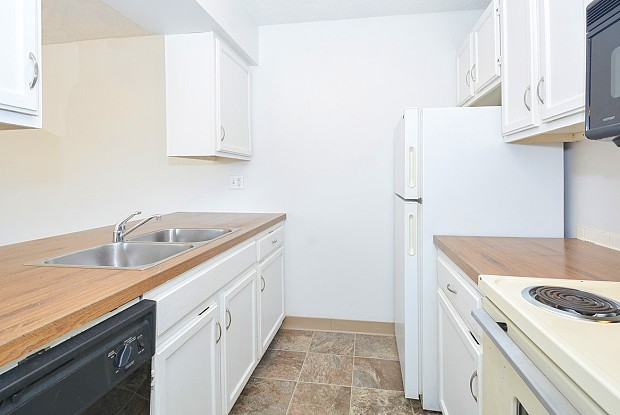 Timberland Springs - 3816 106th St, Urbandale, IA 50322