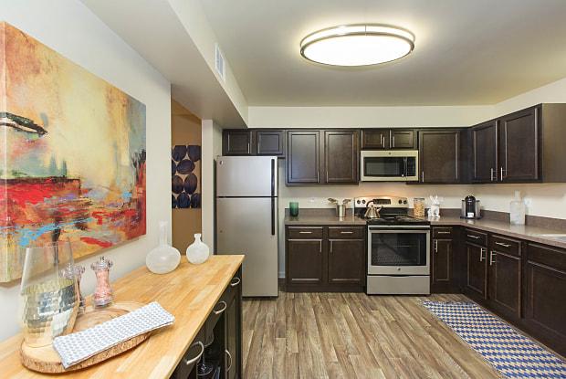 Bourbon Square Apartments - 500 E Constitution Dr, Palatine, IL 60074