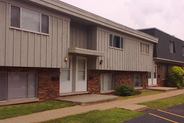 Parkview Townhomes - 2100 W Otley Rd, West Peoria, IL 61604