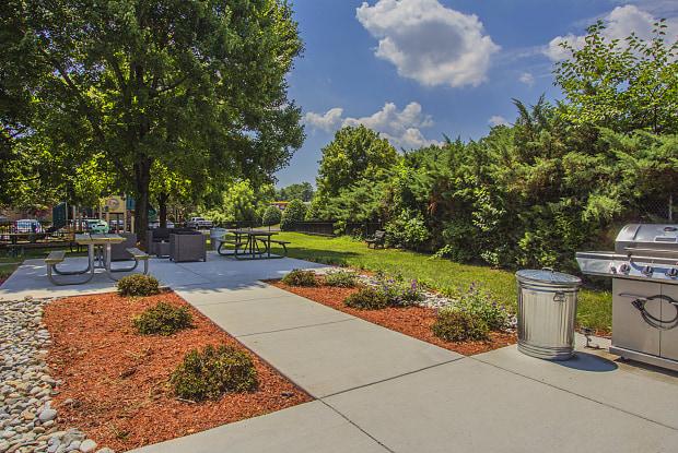 Woodlee Terrace - 12525 Gordon Blvd, Woodbridge, VA 22192