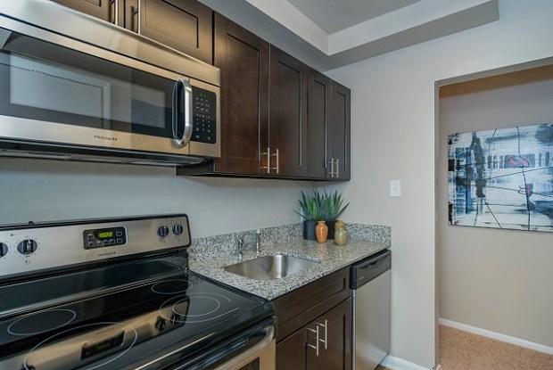 Glen Arbor Apartments - 14300 Jeffries Rd, Woodbridge, VA 22191