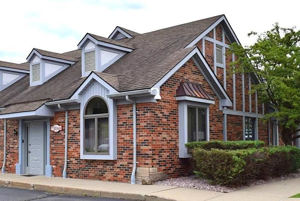 130 Hampton - 130 Hampton Cir, Rochester Hills, MI 48307