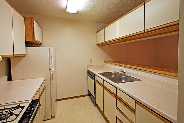 Annex Apartments - 7110 Jones Circle, Omaha, NE 68106