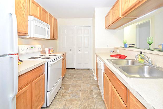South Pointe Apartments - 16505 Grace Ct, Southgate, MI 48195