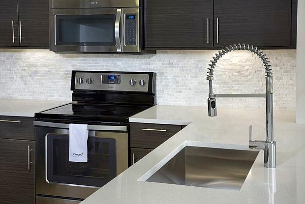 Camden Brickell - 50 SW 10th St, Miami, FL 33130