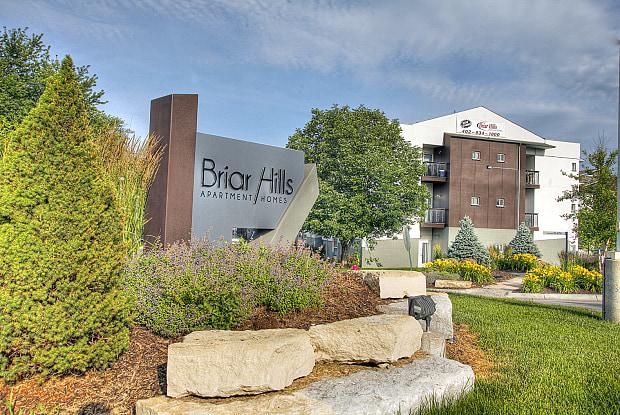 Briar Hills - 17010 Hawthorne Plz, Omaha, NE 68118