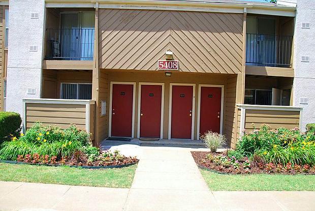 Yaletowne - 7110 S Granite Ave, Tulsa, OK 74136