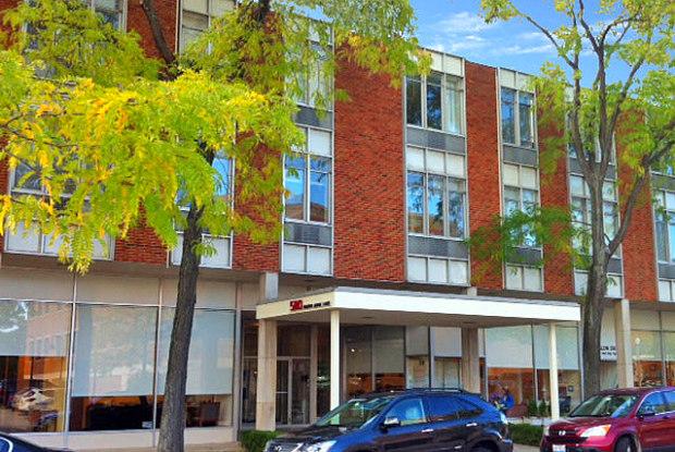 580 North Bank Lane - 580 North Bank Lane, Lake Forest, IL 60045