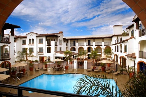 San Sebastian - 24299 Paseo de Valencia, Laguna Woods, CA 92637