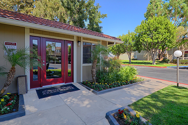 Country Hills Apartment Homes - 730 Via de Luna, Corona, CA 92882