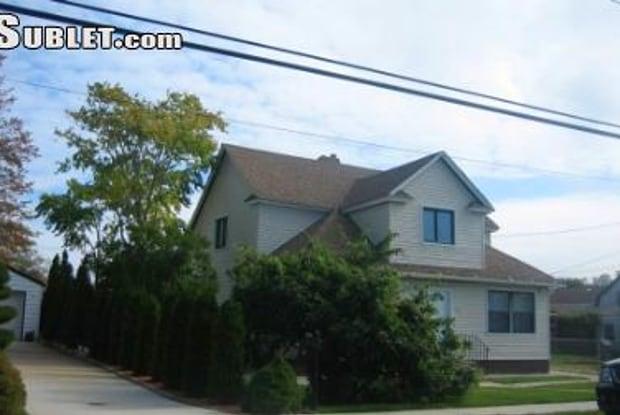 295 Roosevelt Ave - 295 Roosevelt Avenue, Freeport, NY 11520