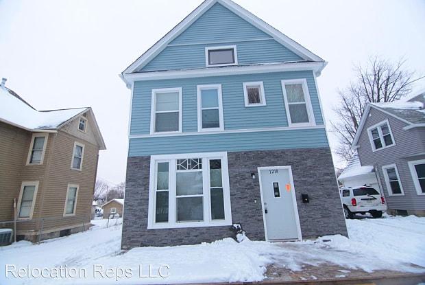 1218 Brown St - 1218 Brown Street, Davenport, IA 52804