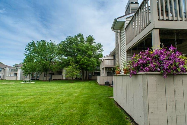Ridgewood - 100 Ridgegate Ln, St. Peters, MO 63376