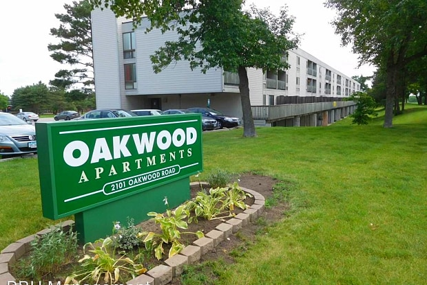 Oakwood - 2101 Oakwood Rd, Ames, IA 50014