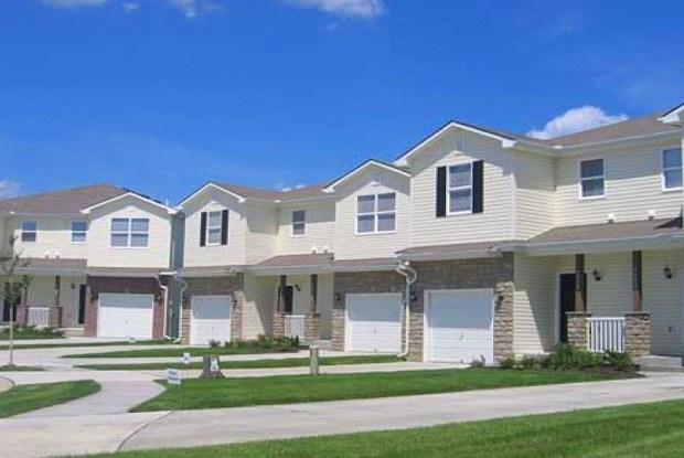 Townhomes at Holly Ridge - 7753 N Mercier Drive, Kansas City, MO 64118