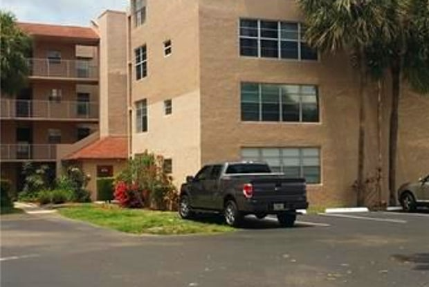 9450 Live Oak Pl - 9450 Live Oak Place, Davie, FL 33324