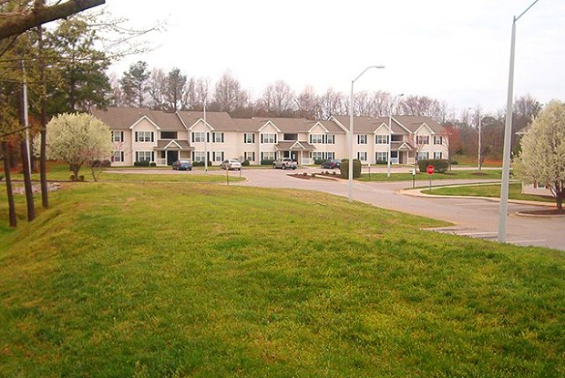 Foxborough Pines Apartments - 100 Foxborough Ln, Henderson, NC 27536