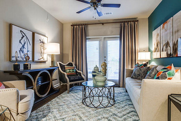 Overlook Exchange - 6455 De Zavala Rd, San Antonio, TX 78249