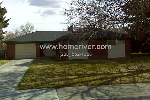 812 Maplewood Dr - 812 Maplewood Drive, Idaho Falls, ID 83401