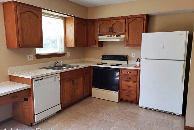 220 NE Cedar Ct - 220 Northeast Cedar Court, Blue Springs, MO 64014