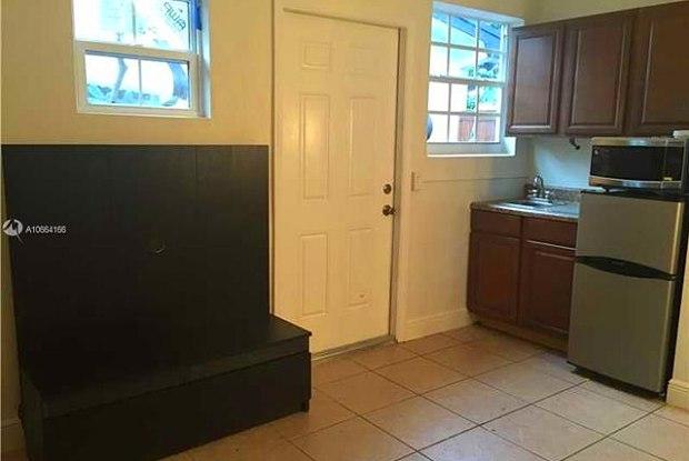 8831 NW 10th St - 8831 Northwest 10th Street, Pembroke Pines, FL 33024