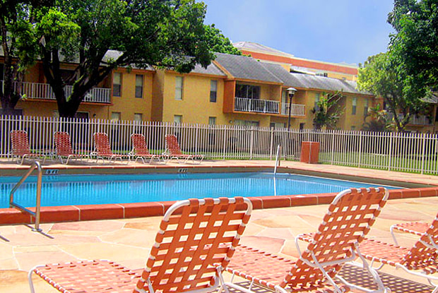 Colonial Village - 7550 Stirling Rd, Davie, FL 33024