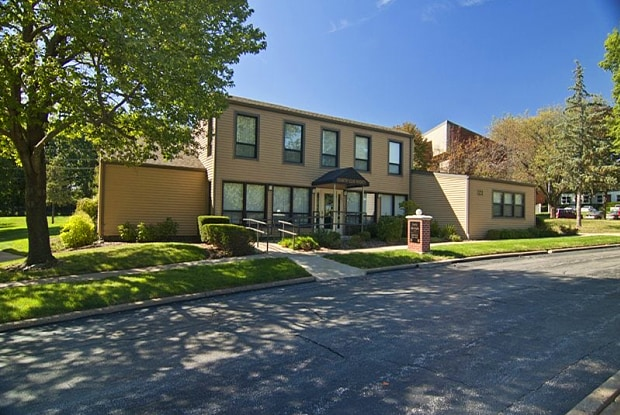 Country Club Heights Apartments - 740 Country Club Hts, Quincy, IL 62301