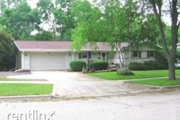 1325 N 12th Ave - 1325 North 12th Avenue, West Bend, WI 53090