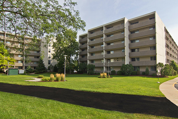 The Park Towers - 3905 Tower Dr, Richton Park, IL 60471