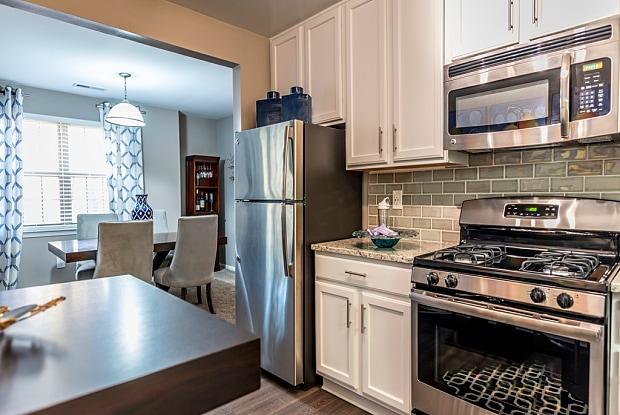 Versailles Apartment - 111 Versailles Cir, Towson, MD 21204