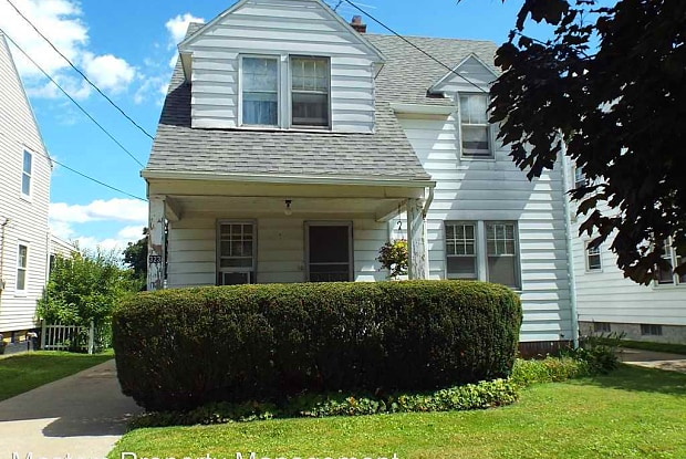 323 Hillview Dr - 323 Hillview Drive, Rossford, OH 43460