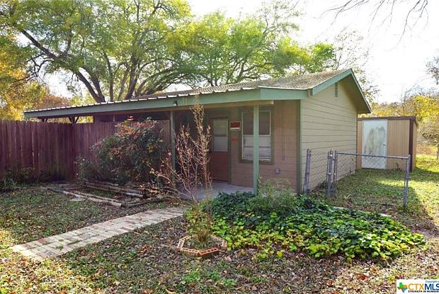517 E Martindale - 517 E Martindale Rd, Seguin, TX 78155